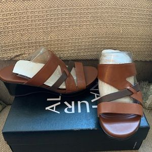 Naturalizer leather wedge sandals brown 7.5